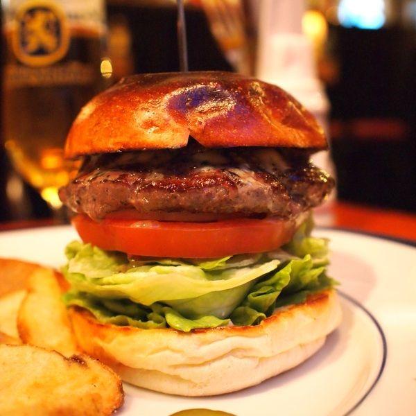 ブラック&ブルーバーガー @THE CORNER Hamburger & Saloon
