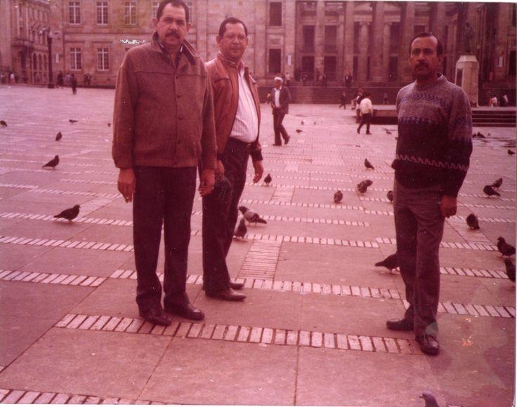 Con Nelson y Guillermo en la Plaza de Bolivar, Bogotá