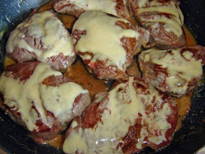 ¡Un ingreso típico pero bueno, a sus platos! - Receta Aperitivo : Solomillo de ternera con salsa de mostaza y miel por Soniag