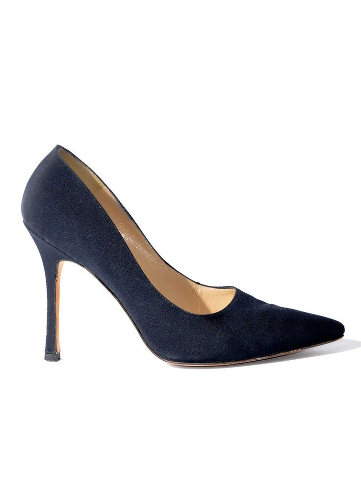 Manolo Blahnik | BB Crepe Pointed-Toe Pumps in black www.sabrinascloset.com