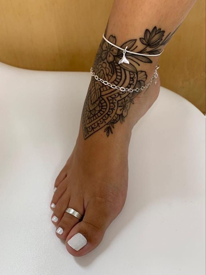 Pin By Faith Shaw On Tatuagens In 2020 Anklet Tattoos Foot Tattoos For Women Stylist Tattoos