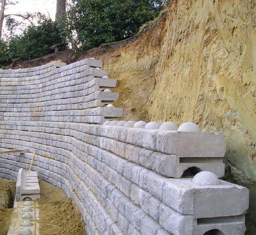 Mur de sout nement modulaire en sol renforc redi rock cpm group ltd jardin pinterest - Mur en cailloux ...