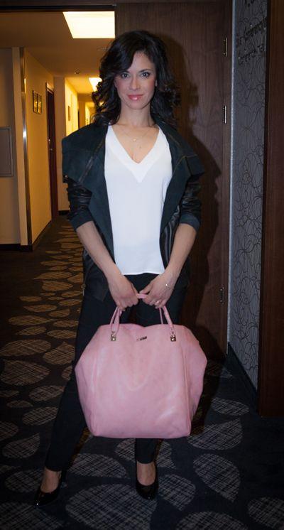 Anna Iberszer w kurtce Gawor Collection z torebką ze skóry naturalnej Gawor Collection