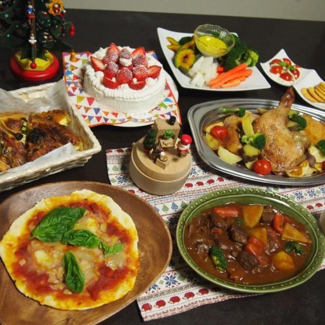 野菜ごろごろビーフシチュー ハーブにじっくり漬け込んだチキン 彩り野菜のバーニャカウダ ほうれん草とベーコンのキッシュ もちもちマルゲリータ 愛情たっぷりケーキ  メリークリスマス(^ω^)♡ - 15件のもぐもぐ - 手作りクリスマスディナー by じゅんぴ