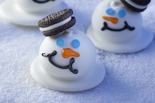 These OREO Cookie Balls could not be cuter.