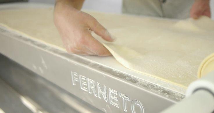 Linha de corte de massas / Dough cutting line / Linea de corte de masa / Ligne de découpe de pâte