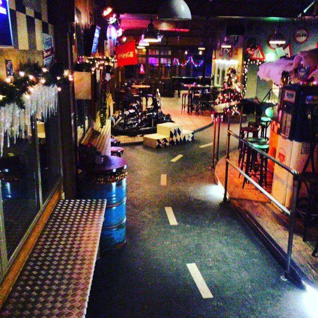 On instagram by lot66breda  #arcade #microhobbit (o)  http://ift.tt/1SqWKJP  De avond valt bij Lot66 in Breda. De eerste dag van het nieuwe jaar was weer een feestje! #karten #karting #gokart #racing #laserschieten #lasergamen #lasertag #fun #bar #cafe