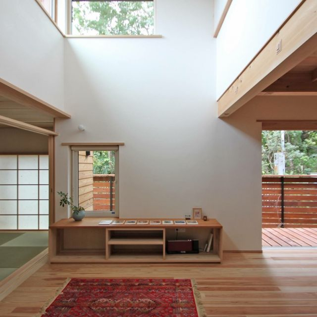 CHkenchikuさんの、ウッドデッキ,大きな窓,縁側,障子,木の家,無垢,借景,シーエッチ建築工房,漆喰壁,リビング,のお部屋写真