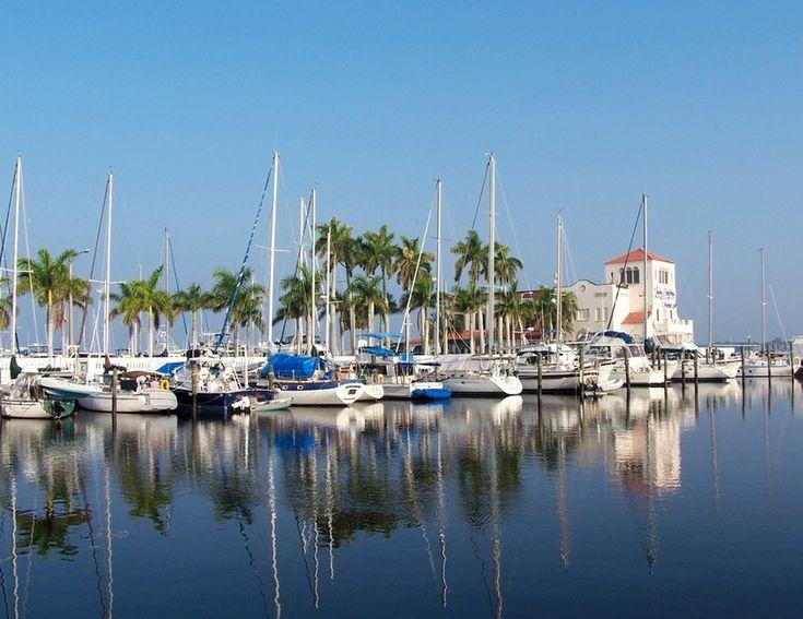 Bradenton, FL : Marina at the riverwalk downtown Bradenton Florida.