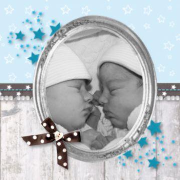 Geboortekaartje sterren en fotolijst voor 2 jongens. #geboortekaart #geboortekaartjes #geboortekaarten #tweeling #twins #zoontjes #jongetjes #babyboys #baby #zwanger #foto #sterren #steigerhout #lint