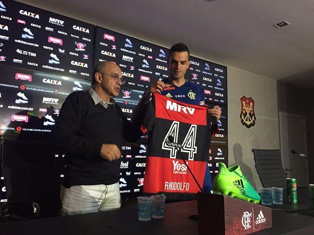 """""""Novo xerife"""": Rhodolfo veste a camisa 44 e destaca boa forma física"""