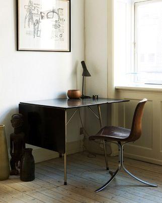 Arne jacobsen klapbord samt aj bordlampe. poul kjærholm pk9 stol ...