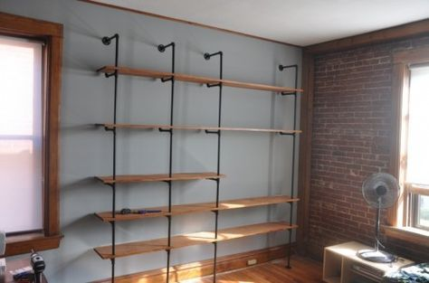 diy shelving made from metal piping and wood. from http://www.shelterness.com/5-diy-wood-shelving-units-connected-with-pipes/pictures/6186/