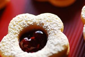 16 Polish Christmas Cookie Recipes: Polish Cat's Eye Sandwich Cookies (Kocie Oczka) Recipe