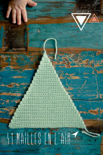 une épingleuse de folie, une somme considérable de trucs à voir dont celui ci: Tuto pattern triangle au crochet (DIY!)