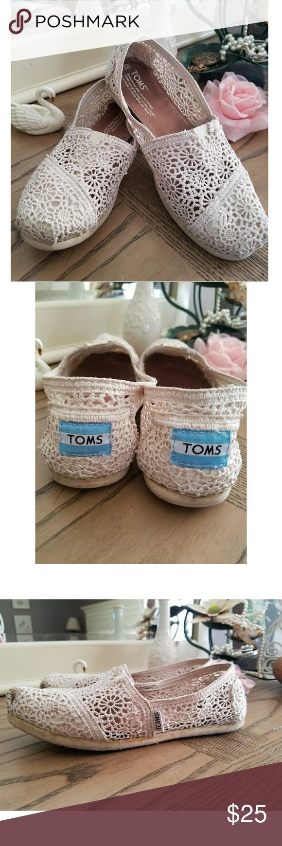 Cream lace toms 🦋🌹🌻 Pre-loved cream lace toms. Some wear, as pictured, but still a ton of life left & look great on! Size 5.5. Toms Shoes Flats & Loafers