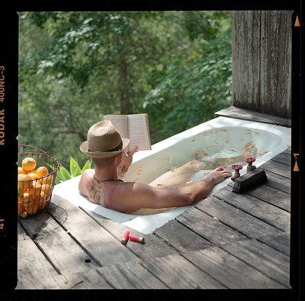 Outdoor bathtub...luxury living in the rough! More