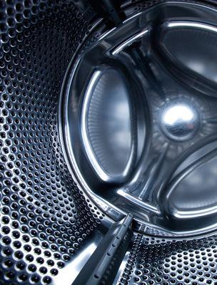 Eltünteti a nyálkát a mosógépből, és oldja a zsírt is: 100 forintos csodaszer