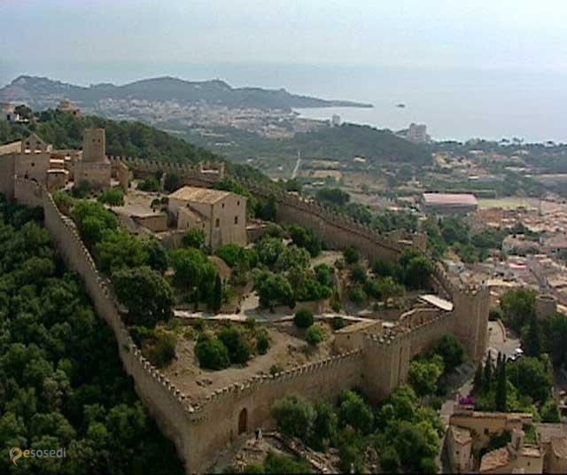 Замок Капдепера – #Испания #Балеарские_острова #Капдепера (#ES_PM) Одна из достопримечательностей Мальорки.  ↳ http://ru.esosedi.org/ES/PM/1000458515/zamok_kapdepera/