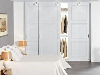 Chique. Wat een mooie linnenkast met schuifdeuren.Ook als roomdivider..  een scheidingswand, deur tussen twee kamers: keuken en kamer,kantoo...