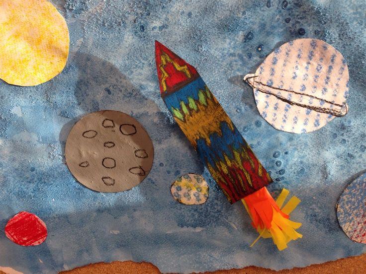Kuvis ja askartelu - www.opeope.fi. Tokaluokan kanssa tehtiin pala avaruutta. Taustassa käytettiin suolatekniikkaa ja planeetoissa frottagea. Raketteihin liimattiin korokepalat, jotta ne ovat hieman irti alustasta. Kehykset kuviin saatiin repimällä reunat.