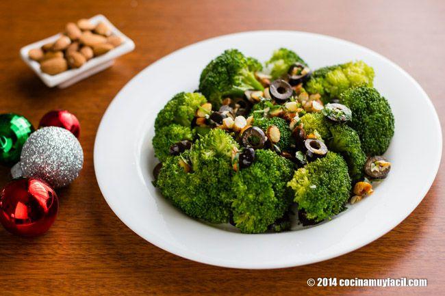 Brócoli con Almendras y Aceitunas. Receta para Navidad | Cocina Muy Fácil | http://cocinamuyfacil.com