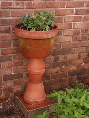 easy diy garden art--I've used this idea to make a birdbath, just use a large saucer at the top, glue together with epoxy!!