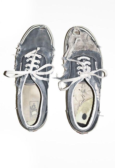 Shoe Addiction / kicks, grunge, vans, old shoes, sneakers, old school kicks, beat up kicks, audrey kitching, weekly inspirations