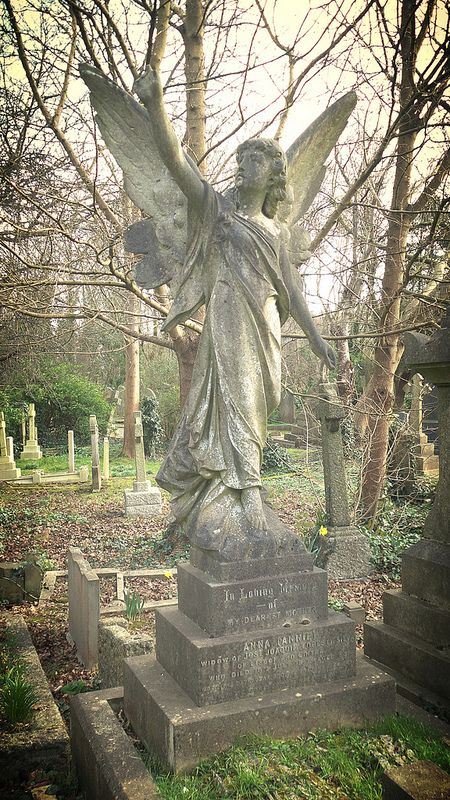 highgate cemetery angel: http://www.europealacarte.co.uk/blog/2016/11/10/photo-tour-of-highgate-cemetery-london/