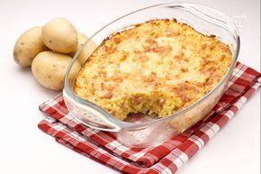 Il gateau di patate è un piatto unico molto saporito e al tempo stesso delicato, che viene preparato schiacciando delle patate lesse in seguito amalgamate con spezie, uova, prosciutto cotto, parmigiano grattugiato, mozzarella e scamorza.