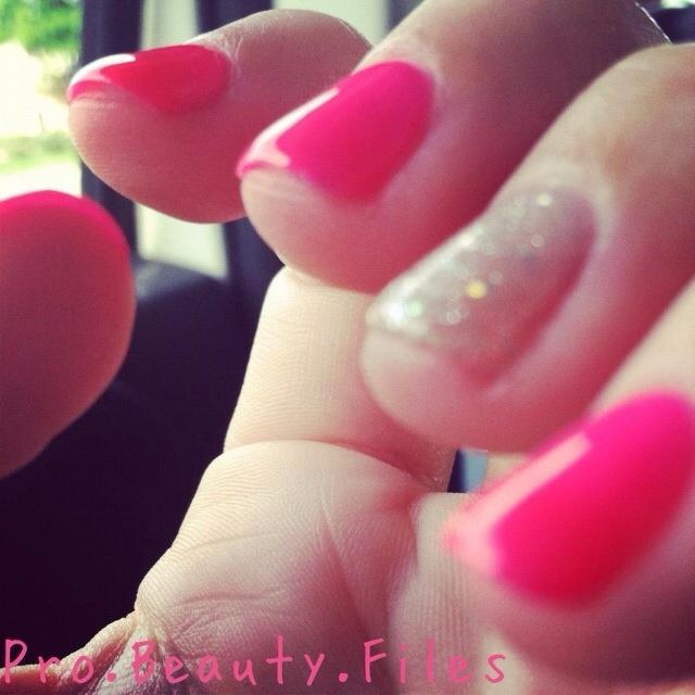 Pink! #cnd #shellac #nailtech #glitter #probeautyfiles