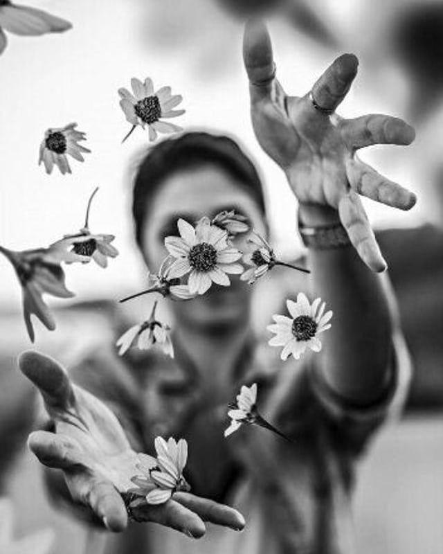 Estimular hermosamente la profundidad de nuestro ser, de nuestro yo. Viajar al f…