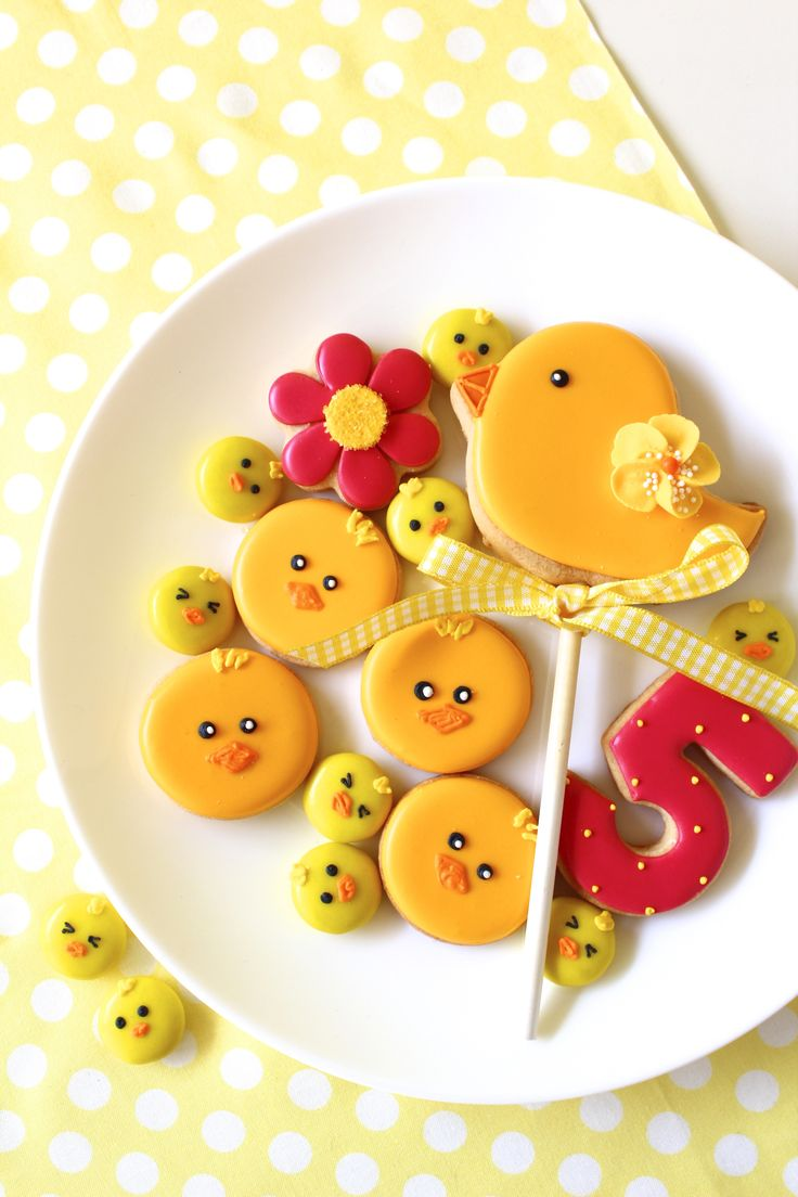 chick icing cookies