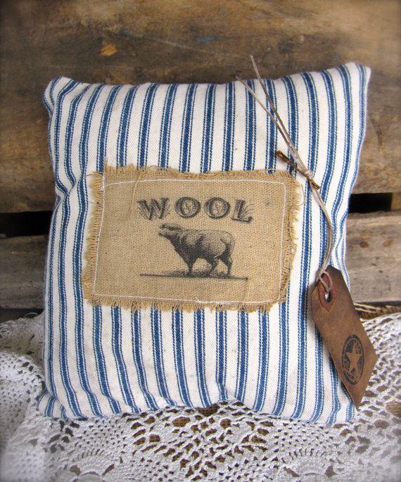 Decorative Primitive Pillows : 1000+ images about Farmhouse Cottage style on Pinterest Primitive pillows, Farmhouse and ...