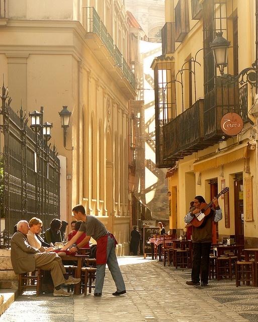 Málaga - La Tetería de C/ San Agustín y la cancela de la iglesia homónima