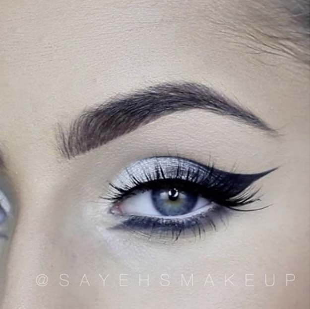Best Eyeliner Tutorials - Line with a Classic Trick - Simple And DIY Eyeliner Tutorials For Beginners. Includes Everyday Looks For Natural Eyes, Winged Eyeliner, Pencil, Felt, Liquid, and Gel Eyeliner Tips. Ideas For Small Eyes, Large Eyes, Blue Eyes, Brown Eyes, Hazel Eyes, and Green Eyes - http://thegoddess.com/best-eyeliner-tutorials