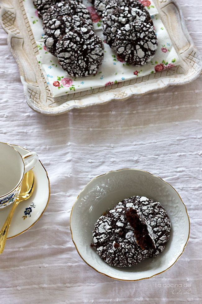 Chocolate and cinnamon crackeled cookies with cacabo nibs