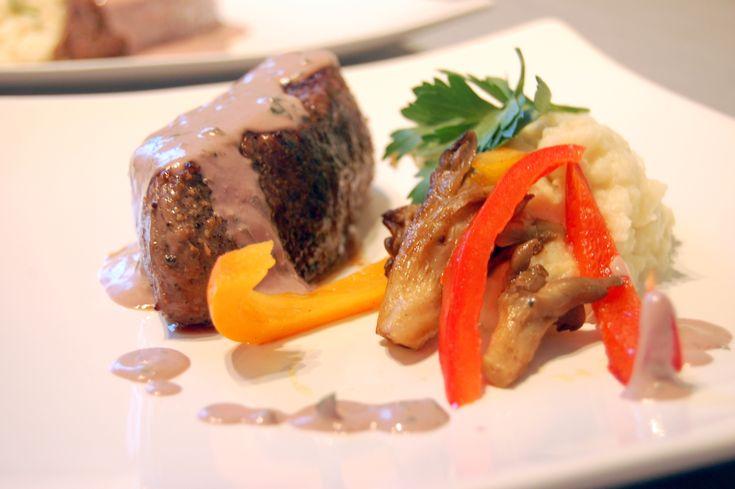 Kremet rødvinssaus. Perfekt til biff sammen med sellerirotpure.
