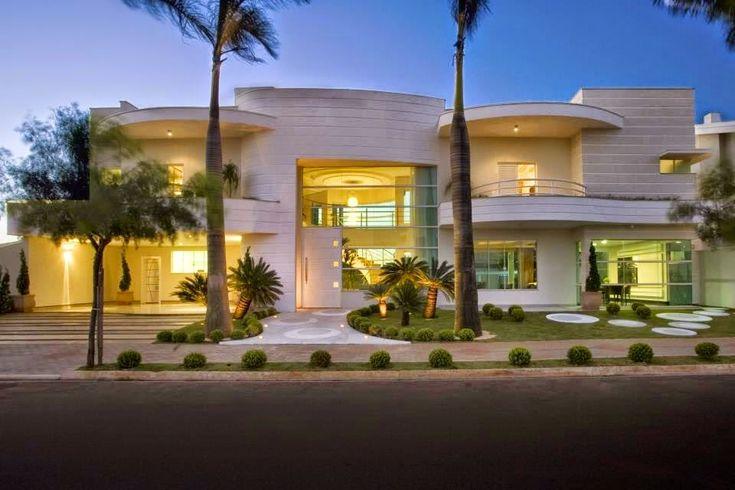 Cal adas residenciais modernas com paisagismo veja dicas for Fachadas de casas super modernas
