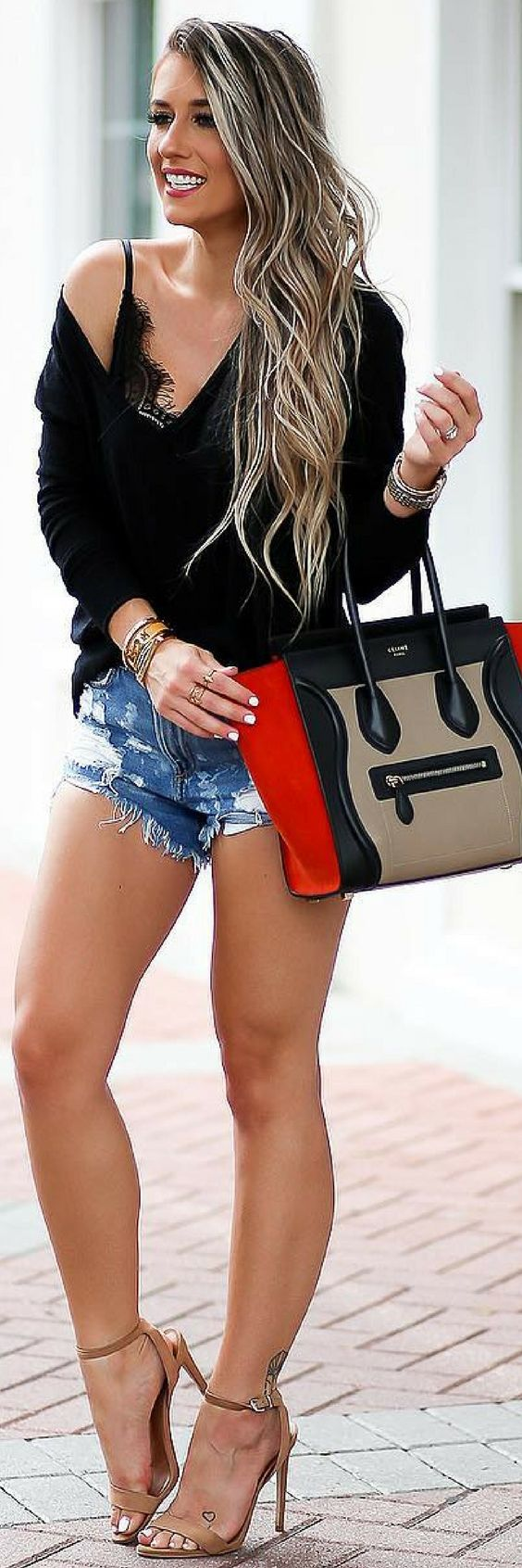 1 Effortless Way On How To Style Beautiful Fall Shorts http://ecstasymodels.blog/2017/10/30/1-effortless-way-style-fall-shorts/