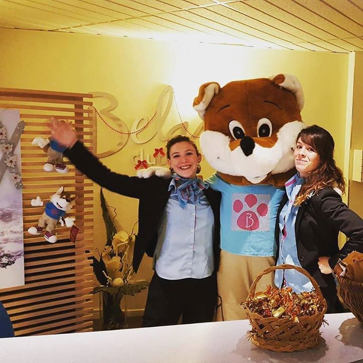Comparateur de voyages http://www.hotels-live.com : #Backstage A l'hôtel #Belambra #Les2Alpes Léo notre #mascotte passe dire bonjour à tout le monde ! Pour le plus grand plaisir de Claire et Alexandra nos réceptionnistes  Hotels-live.com via https://www.instagram.com/p/BBIDJBQIx6u/ #Flickr via Hotels-live.com https://www.facebook.com/125048940862168/photos/a.943309285702792.1073741874.125048940862168/1094258850607834/?type=3 #Tumblr #Hotels-live.com