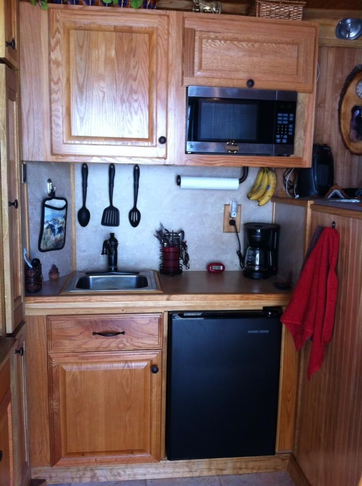 Counter top in a GN horse trailer with 4 ft short wall  #trailer organization
