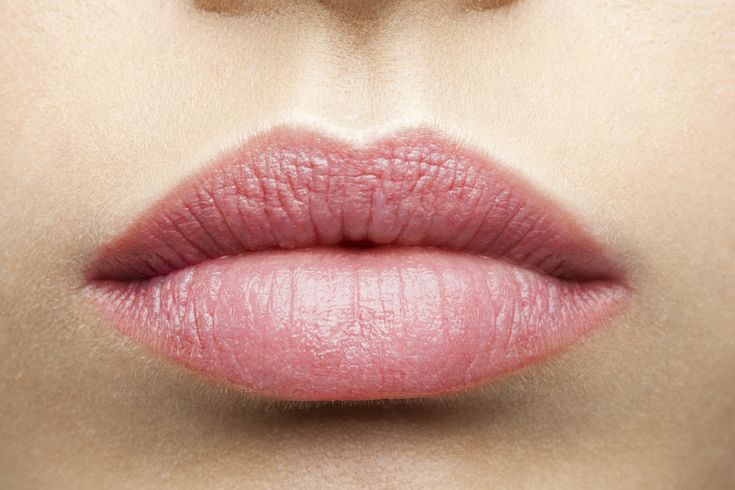 Zabiegi powiększające usta stają się coraz bardziej popularne. Wiele kobiet chciałoby mieć piękne, jędrne usta, ale cena wizyty w salonie urody często je przeraża. Pojawiły się jednak ostatnio maski k...
