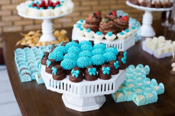 623a51871b321 Docinhos em formato de bolo, azul tiffany   Delícias   Pinterest   Tiffany  blue, Sweet e 15 anos