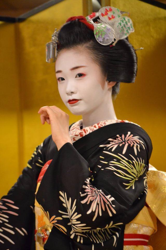 芸妓さんと舞妓さんのブログ (July 2016: maiko Ichiyuu. Uchiwa kanzashi (not for matsuri)