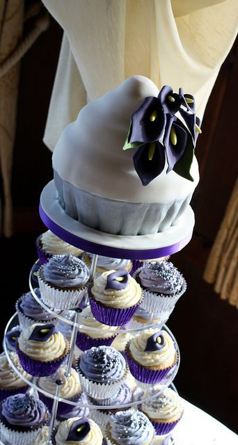 Kind of a cute idea for a top cake to be shaped like a cup cake..