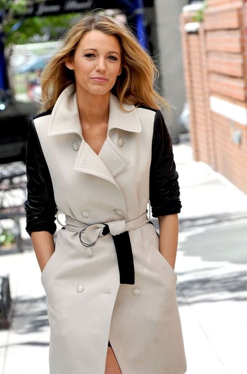 Blake Lively - trench coat & perfect beach hair
