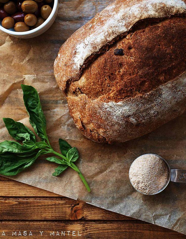 Hogazón de aceitunas kalamata, aceitunas verdes y albahaca fresca #worldbreadday2016 – A masa y mantel