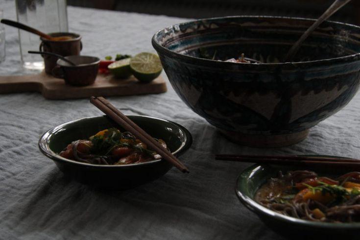 Nudlar med räkor, chilli och koriander