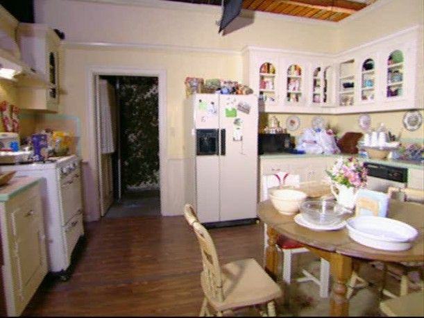 The Gilmore Girls' Kitchen. I would be so happy. So cozy & homey ;)